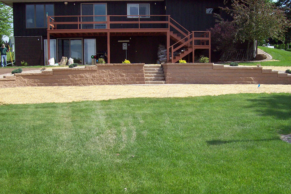 back yard retaining wall and landscaping project